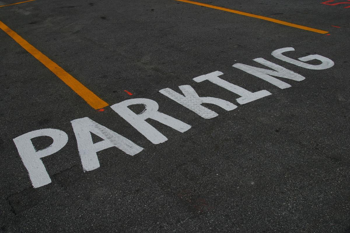 予算や立地、運営の手間が大きく異なってくる 平面駐車場と立体駐車場のメリット・デメリットを比較