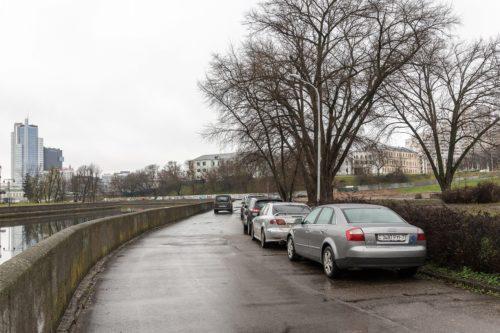 路上駐車車両への衝突で年間35人が死亡 駐車協会が発表した「駐車対策の現状2018」